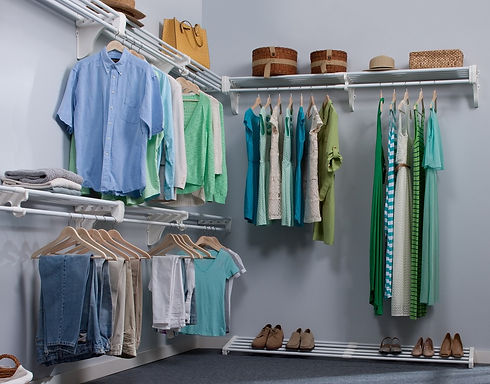 Walk_In_Closet_-_Expandable_Closet_Rod_and_Shelf.jpg