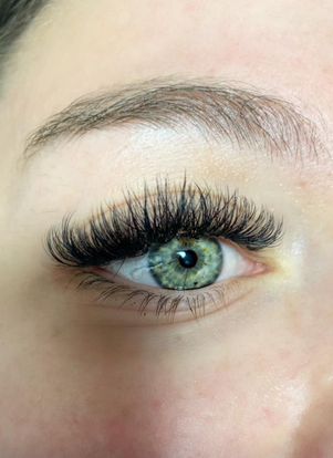 Volume Lashes By: Nicole