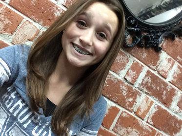 Girl wearing braces pic