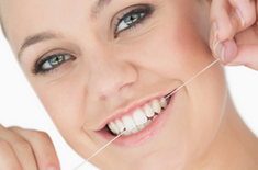 "FAQ :  ""Is it Better to Floss Before or After I Brush?"""