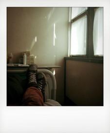 Reparto di oncoematologia, disteso sul letto. ---- Oncohematology ward, lying on the bed.