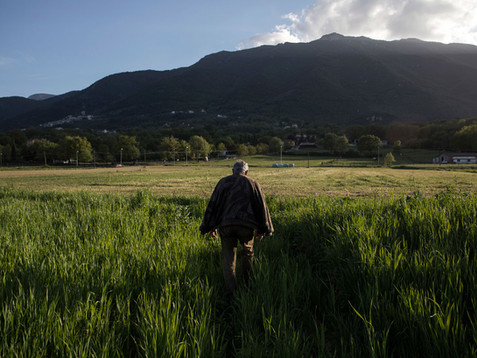 Sacco river Valley, Morolo (Frosinone). Mr. Pino walking in one of his banned land. Longtime he denounces the lack of an action plan to revitalize the valley. ---- Valle del Sacco, Morolo (Fr). Il Sig.Pino, imprenditore agricolo, cammina in uno dei suoi terreni interdetti all'agricoltura. Da anni denuncia la mancanza di un piano di intervento serio atto a risollevare la valle dalla situazione in cui versa.