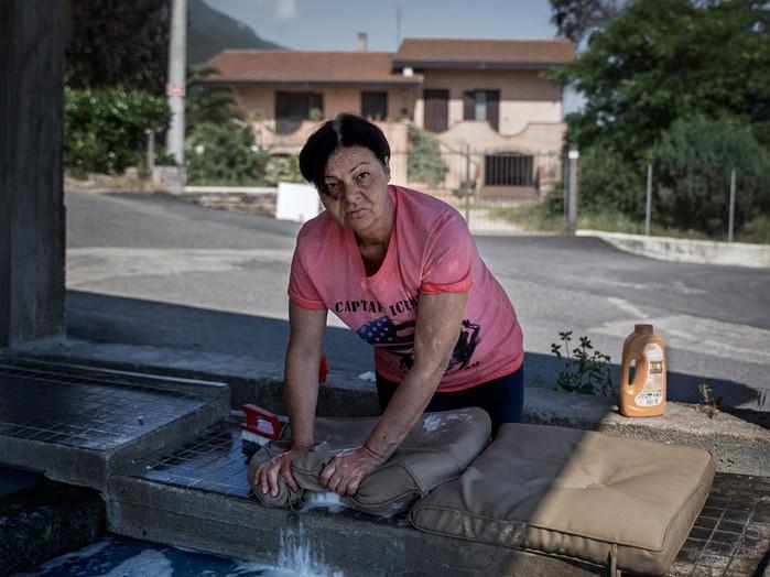 Sacco river Valley, Morolo (Frosinone) Woman in a public laundry. In the past this activity was carried out in the river. ---- Valle del Sacco, Morolo (Fr). Donna lava il bucato in un lavatoio pubblico. In passato questo tipo di attività si svolgeva nel fiume.