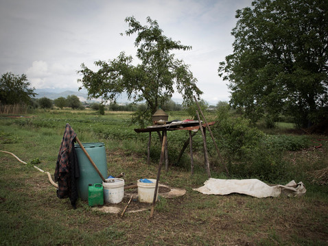 Farm garden & agricultural tools. Agriculture is still a source of livelihood for many residents of the Valley ---- Orto di campagna, attrezzi da lavoro. L'agricoltura è ancora fonte di sostentamento per molti abitanti della Valle.