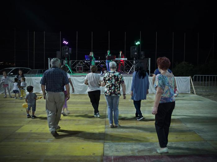 Sacco river Valley, Ceccano (Frosinone). People dancing during country fair; there is a strong link between the people and the traditions of their land. ---- Valle del Sacco, Ceccano (Fr). Sagra di paese, balli di gruppo. In tutta la Valle persiste un forte legame tra gli abitanti e le tradizioni della propria terra.