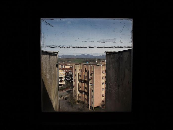 Sacco river Valley, Colleferro (Rome). Public housing. The Colleferro city is a few hundred meters from the industrial area. ---- Valle del Sacco, Colleferro (Roma). Case popolari. Tutto il centro abitato di Colleferro dista poche centinaia di metri dall'area industriale.