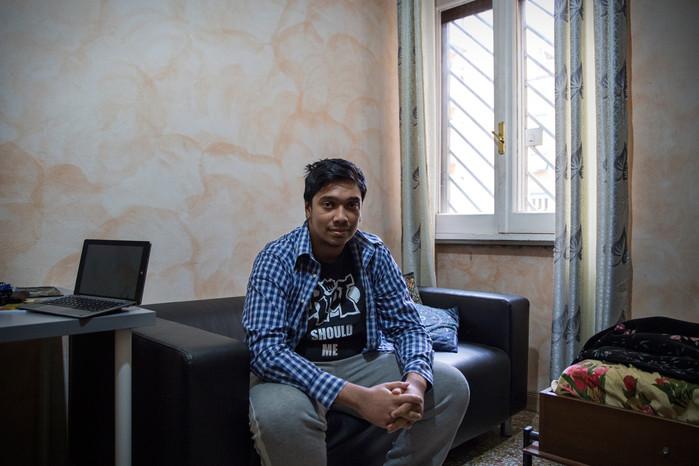 Fabian, 19 anni, nato in Italia e studente di ingegneria informatica; solo da poco tempo e grazie alla madre (ius sanguinis) ha ottenuto la cittadinanza.