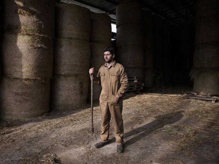 Sacco river Valley, Morolo (Frosinone). Alessio, breeder. In 2005 all his 123 cows have been put down because in their milk was found the Beta-hch. He and his family have the same substance in the blood. After many years his land are still banned from being used in agriculture. ---- Valle del Sacco, Morolo (FR). Alessio, allevatore. Nel 2005 subì l'abbattimento di 123 vacche, il loro latte risultò positivo al beta-hch. Lui e la sua famiglia hanno la stessa sostanza nel sangue. A distanza di molti anni i suoi terreni sono ancora interdetti all'uso agricolo.