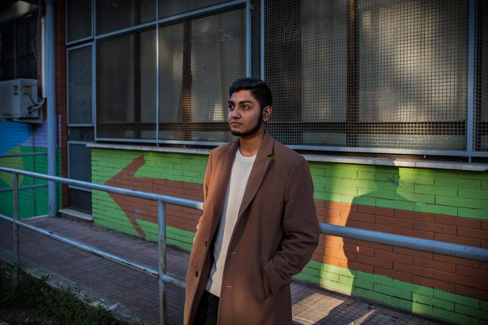 Bishal, 18 anni, frequenta l'ultimo anno di liceo scientifico; nei suoi progetti futuri intende frequentare l'università nel Regno Unito.