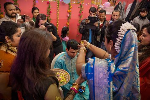 Torpignattara, matrimonio induista. L'induismo, con il 10% di praticanti, è la seconda confessione religiosa praticata dai bengalesi dopo l'Islam.