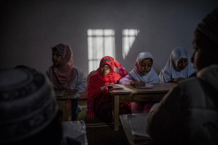 Torpignattara, piccoli studenti di una madrasa. Una volta a settimana i fedeli mussulmani portano i propri figli a studiare il Corano in una delle moschee del quartiere.