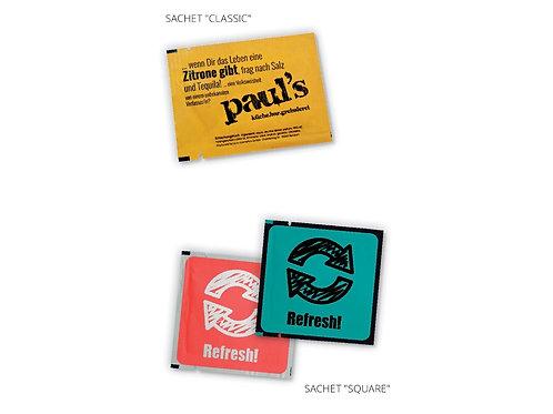 Brillenputztuch, Erfrischung- oder Handreinigungstuch in einer bedruckten Verpackung