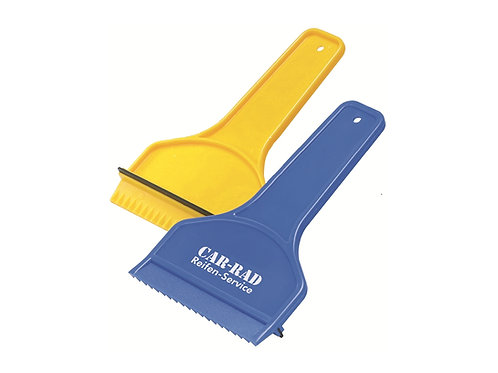 einfacher schaufelförmiger Eiskratzer in blau und gelb.