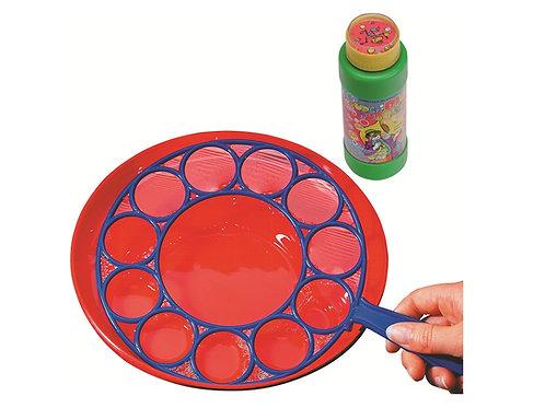 Seifenblasenspiel geöffnet mit gefüllter Flasche und Plastikringen.