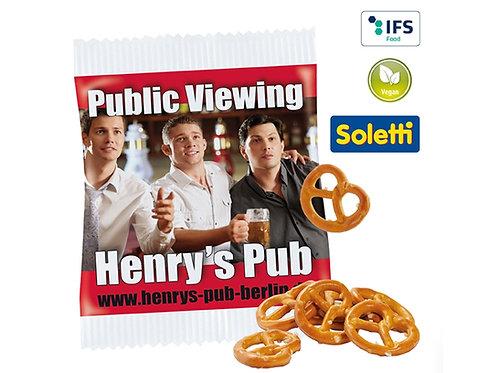 kleines Werbetütchen mit Aufdruck Henrys Pub mit Mini Salzbrezeln