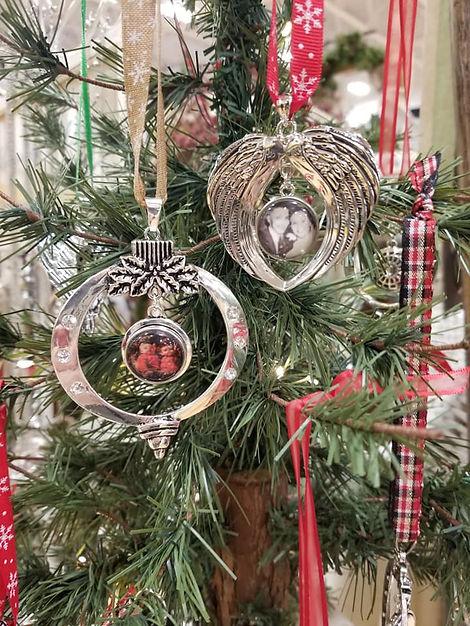 uniquely u designz xmas ornaments.jpg