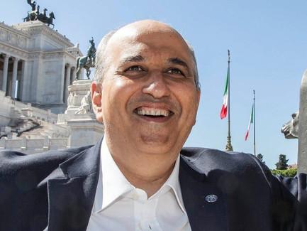 جمعية الصداقة الإيطالية العربية تحتفل بانضمام أحد أهم أدباء إيطاليا إليها