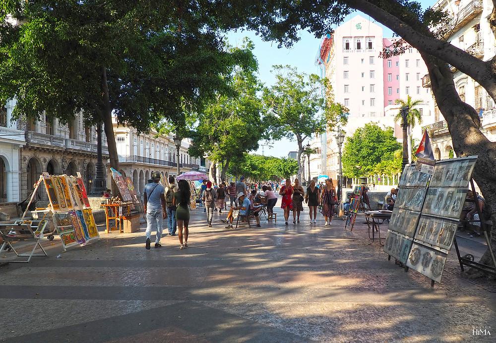 Katutaidemyyjiä Havannassa