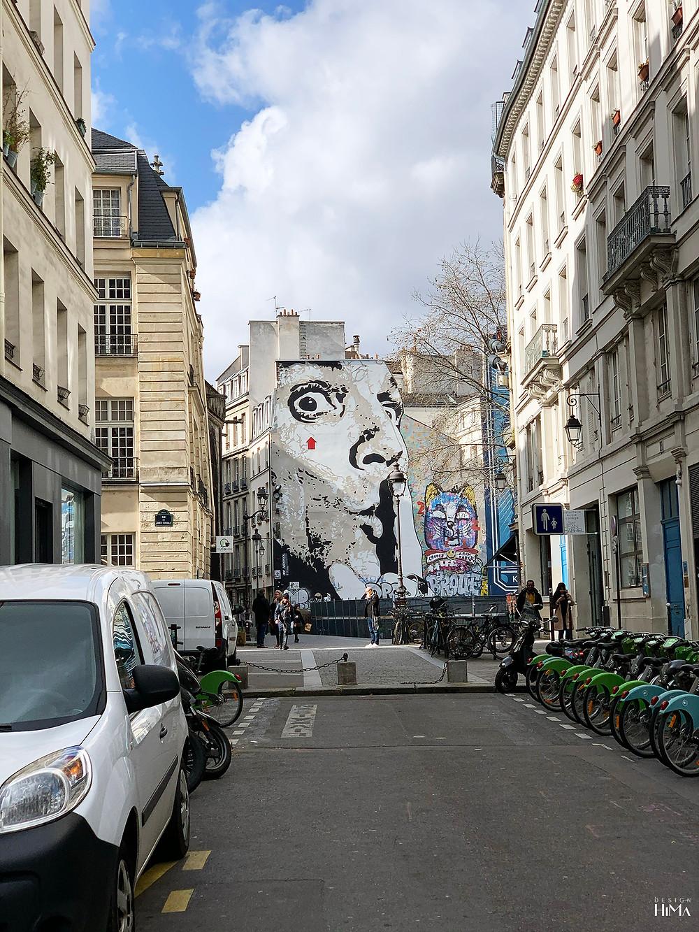Muraali Pariisin kaduilla