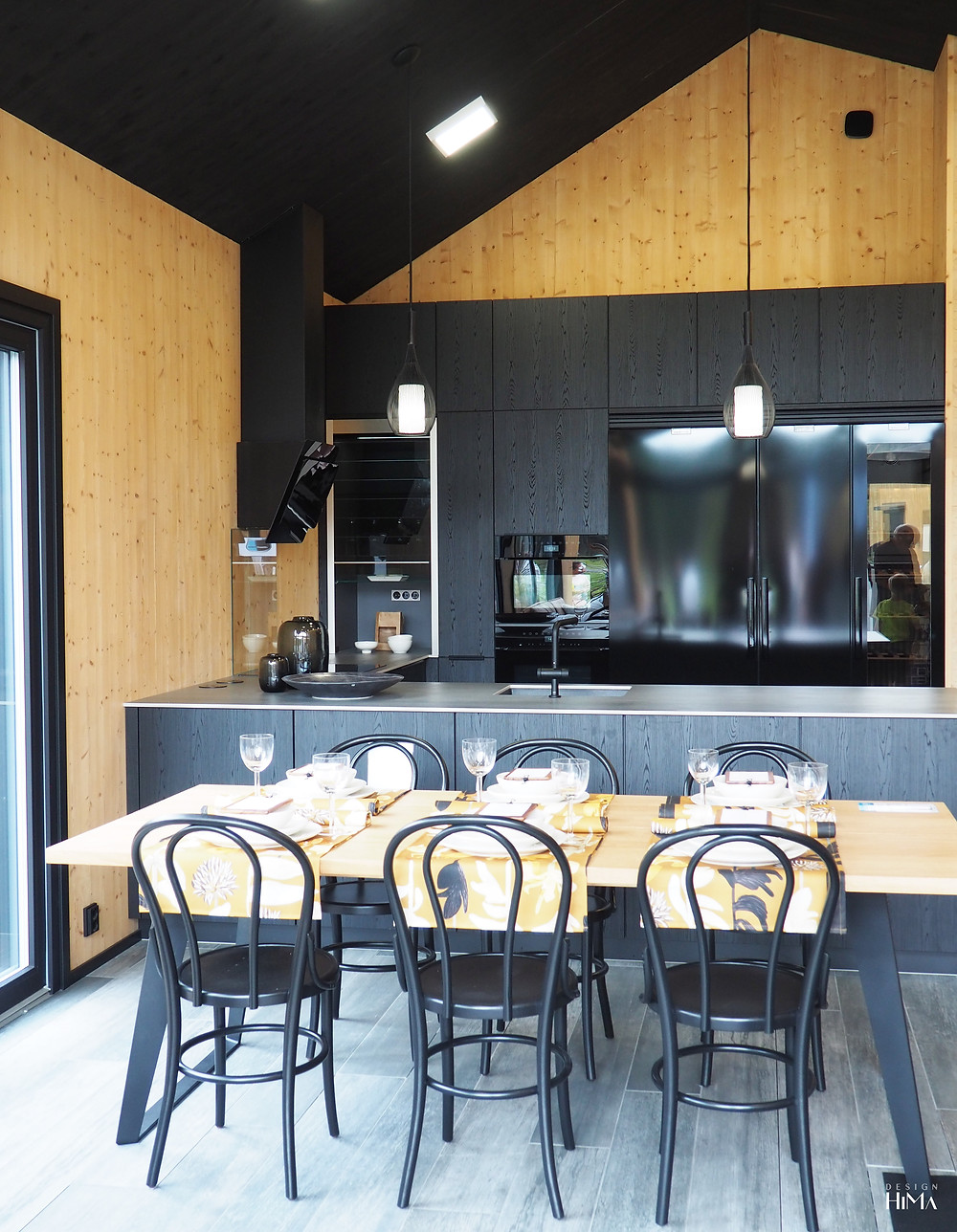 Veljesteco musta keittiö