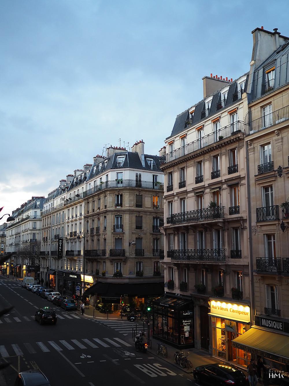 Näkymä hotellin ranskalaiselta parvekkeelta