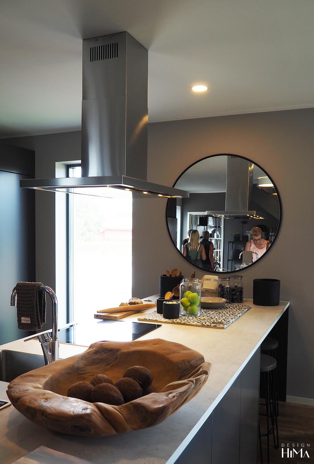 Fiskarhedenvillan Pohjanvalo keittiö pyöreä peili