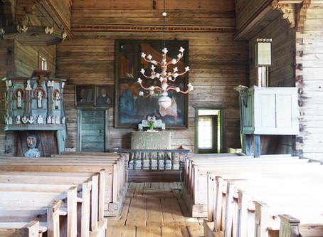 Petäjäveden vanha kirkko – hirsirakentamisen tervantuoksuinen taidonnäyte