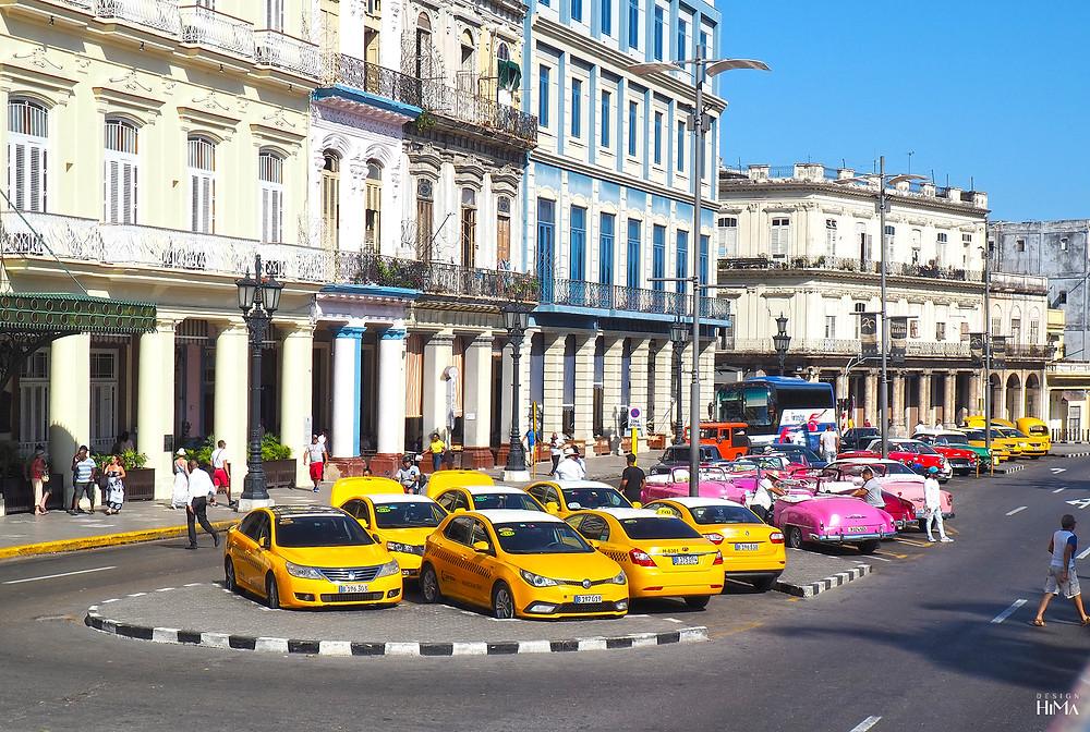 Takseja ja amerikanrautoja Havannassa