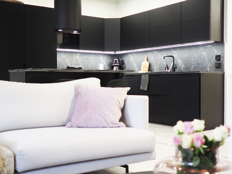 Mustaa ja marmoria kotoisasti