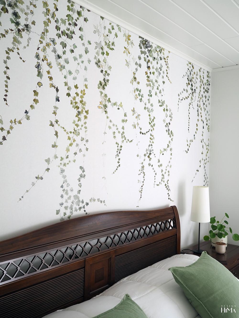 Makuuhuoneen tehosteseinä Aralia-tapettipaneeli murattiköynnös
