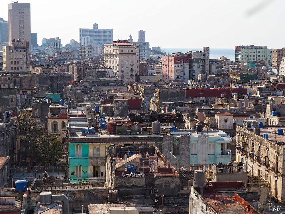 Havannan kattoja hotellin kattoterassilta