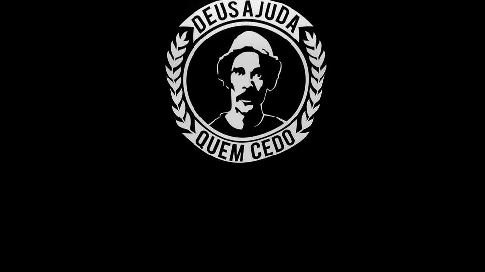 Camiseta Tradiconal Deus ajuda quem ced...