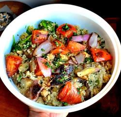 vegan quinoa roasted veggie bowl