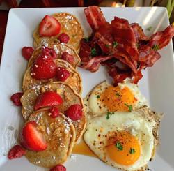banana pancakes seasoned turkey bacon eg