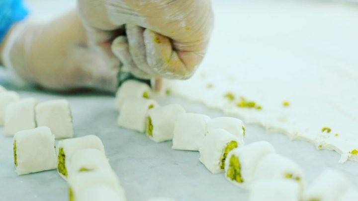 Introducing our Kol W Shkor, a delicious 😋 type of Baklawa made from the finest ingredients 😉 #BaklawaBite #KolWShkor #CloserToYou . . . #alqamarsweets #handmade #withlove #bestofdubai #carrefourmoe #dubai #arabicsweets #baklava #mydubai #amazingduba