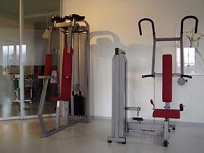 zwei Trainingsgeräte von der Praxis