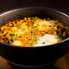 Chickpea Curry with Spinach and Eggs