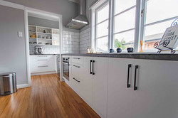 White theme L-shaped kitchen