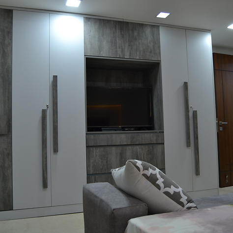 Wardrobe with integrated tv unit : a definate space saver