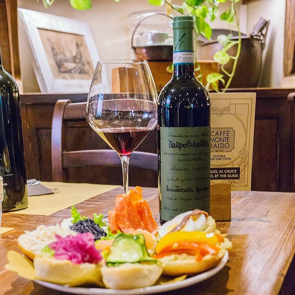 A good way for starting: tartine and a superb glass of Valpolicella Superiore Quintarelli at osteria Caffè Monte Baldo