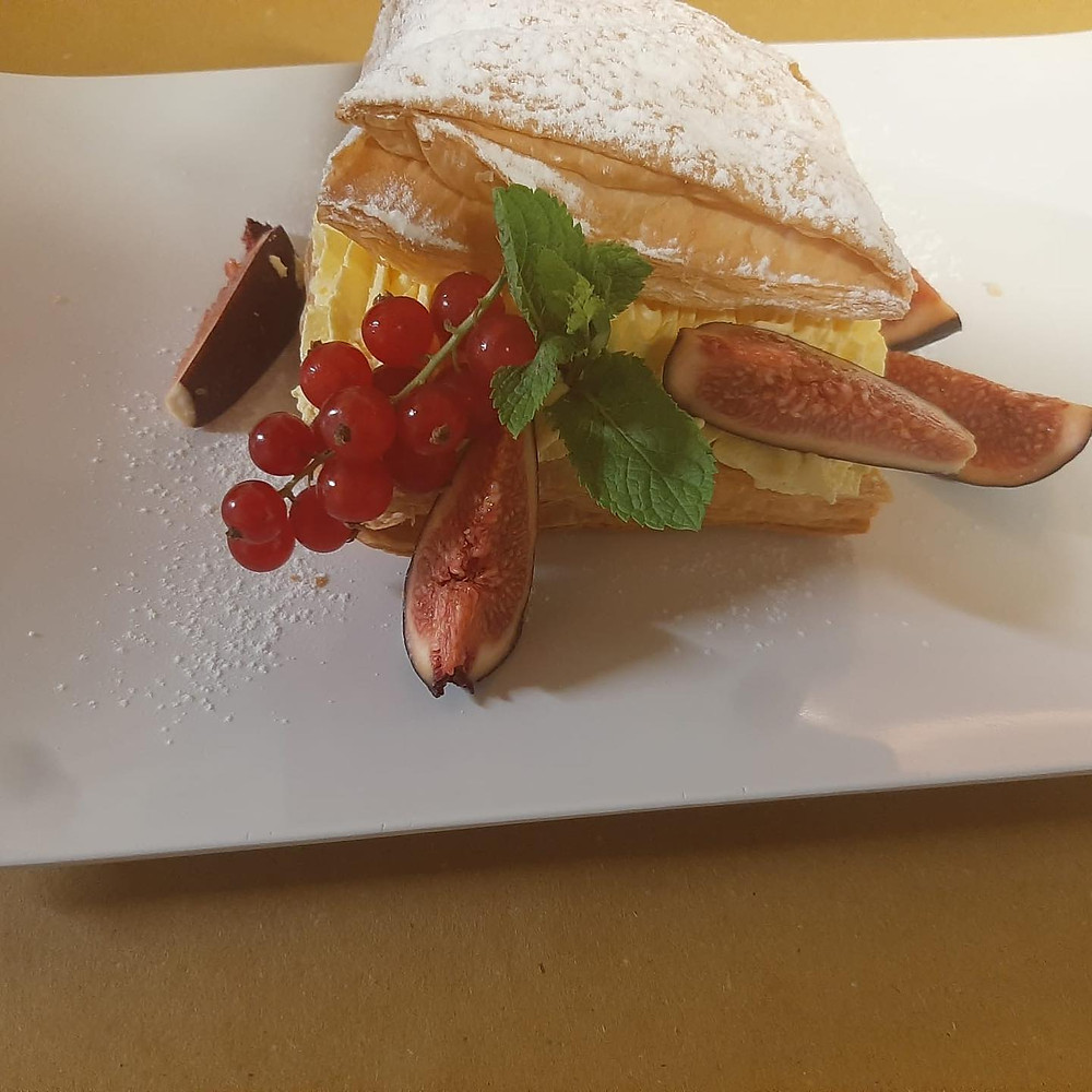 In our osteria we do love cakes! Our kitchen manager Manuel is a pastry chef. As always we prefer to use local veronese products and ingredients to serve you the best possibile desserts