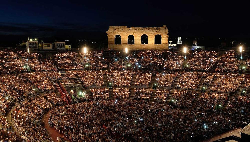 Foto del'Arena di Verona in una serata di lirica. Tutti i diritti di Ennevi e della Fondazione Lirica Arena di Verona