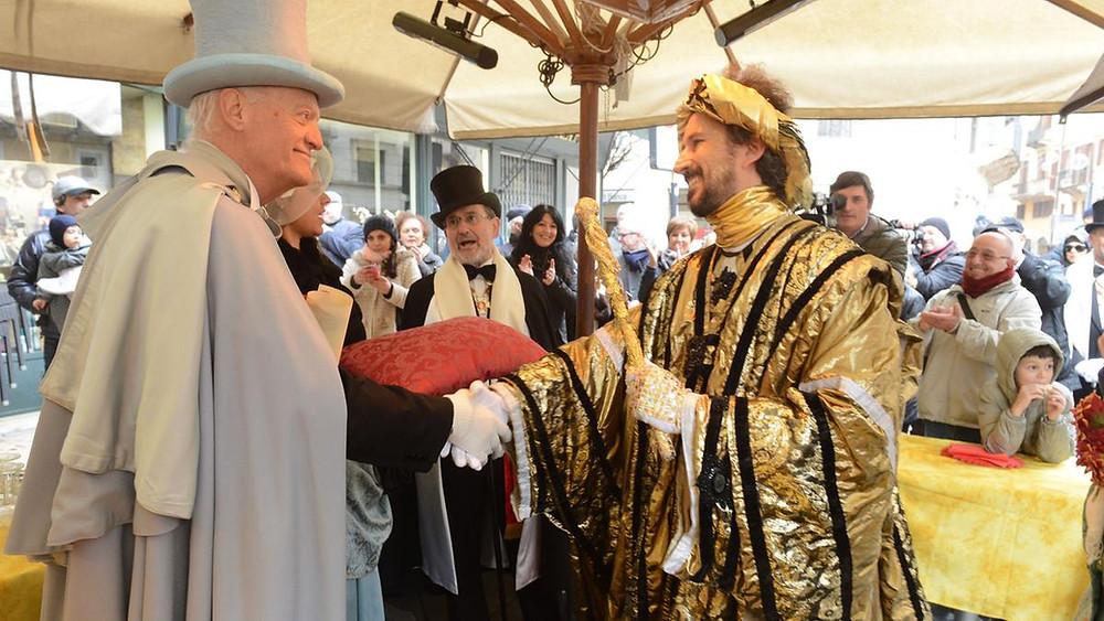 L'incontro tra il Duce della Pignata ed il Dio de l'Oro nel plateatico del nostro ristorante