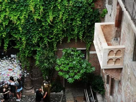Giulietta e Romeo e Verona, una storia d'amore lunga secoli