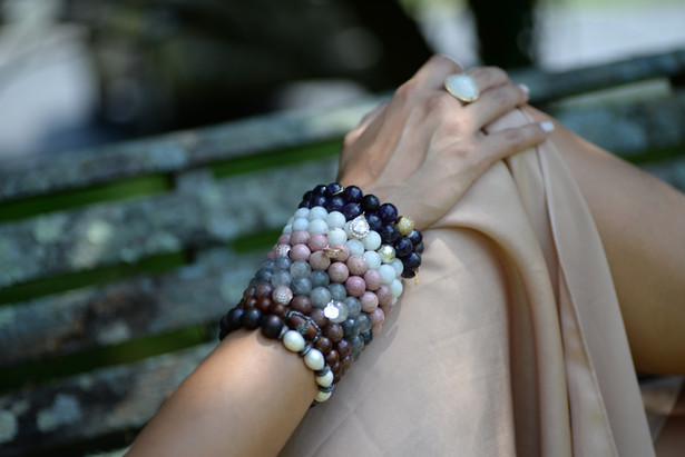 From jewel tones to muted tones, Amethyst is the perfect addition to your Armparty