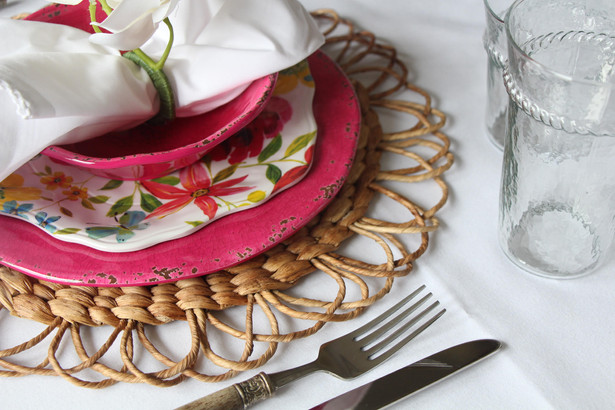 A radiant place setting for this season!