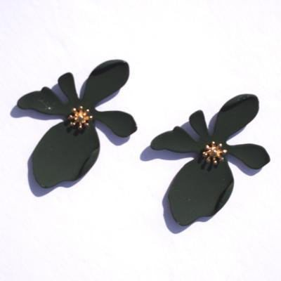 Daizy Dark Flower Shaped Stud