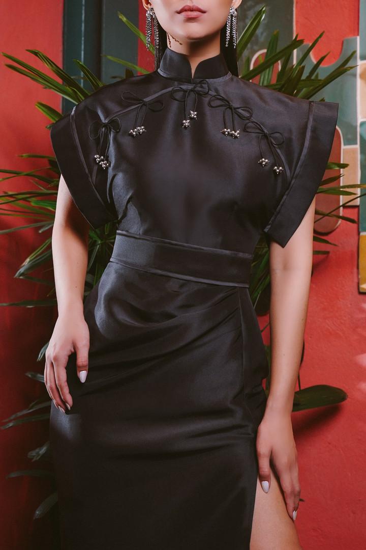 Classic Cheongsam in silk shantung with
