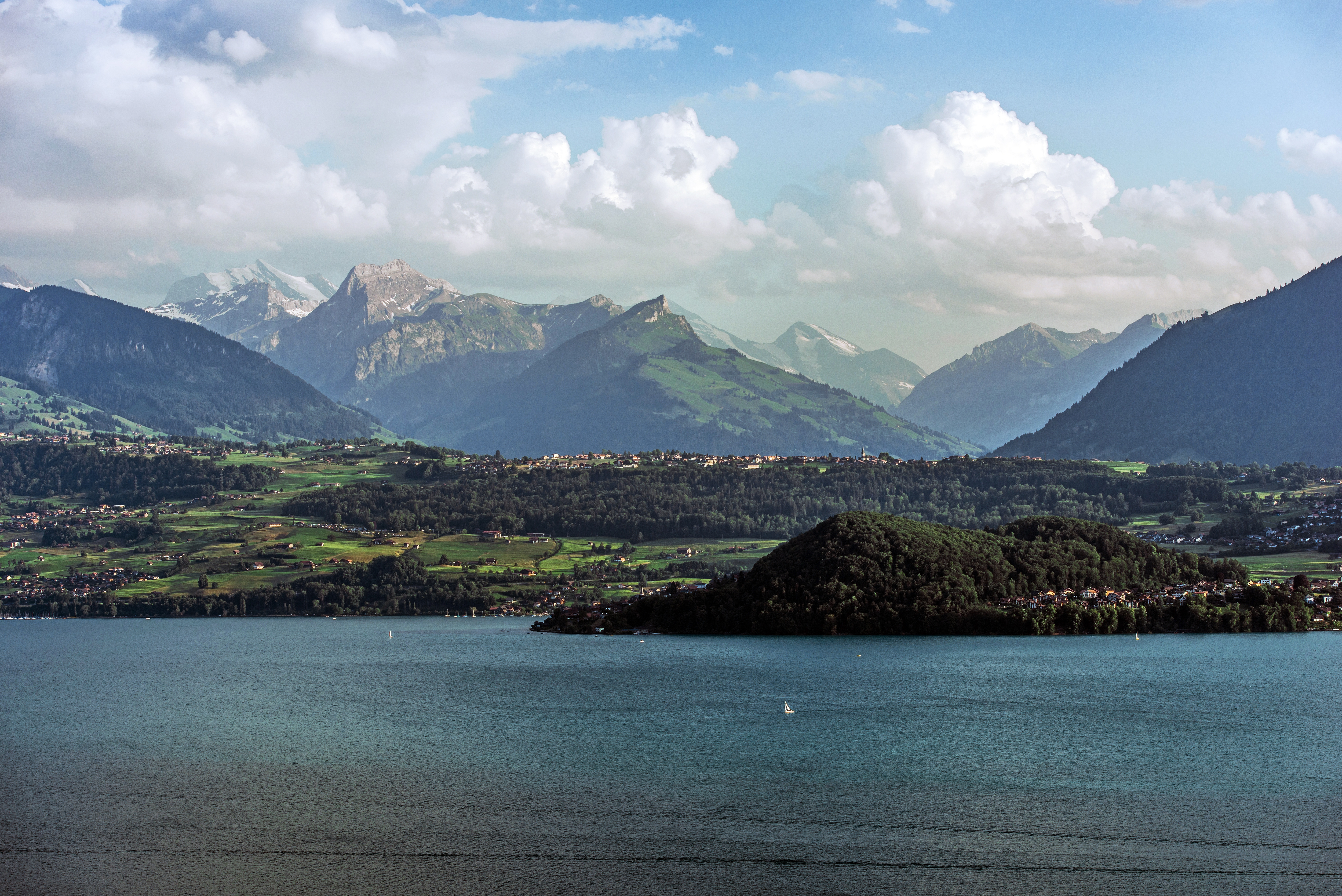 lake-thun-in-switzerland-PG4PKGK