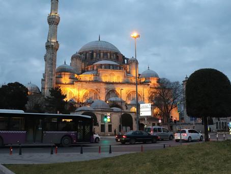 İstanbulda güclü yanğın, əhali ərazidən uzaqlaşır